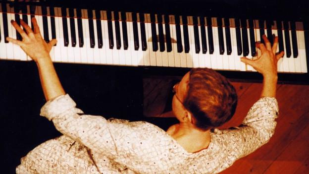 Die Pianistin Myra Melford war zuerst Begleiterin von Leroy Jenkins.