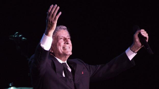 Tony Bennett bei einem Konzert auf der Bühne