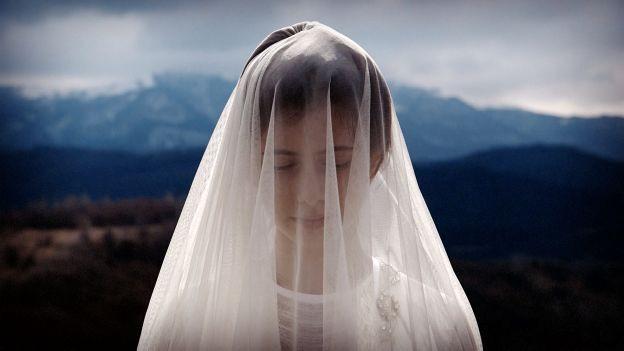 verschleierte Braut vor Grozny