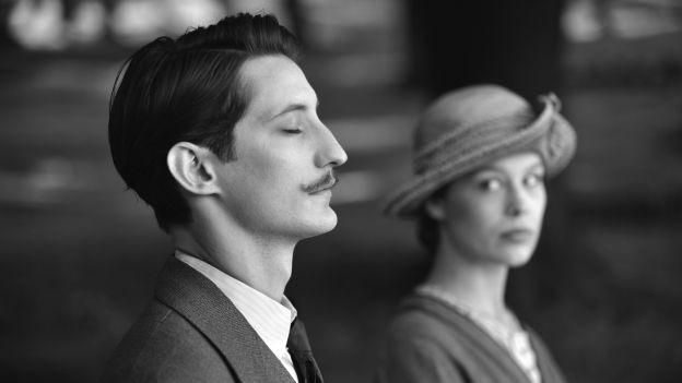 Mann und Frau im Profil in Schwarzweiss