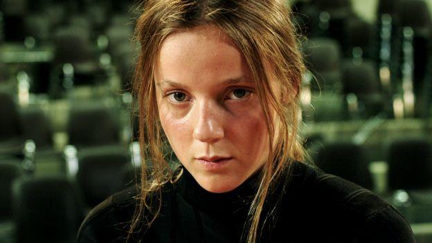 Loane Balthasar in «Sarah joue un loup garrou» von Katharina Wyss