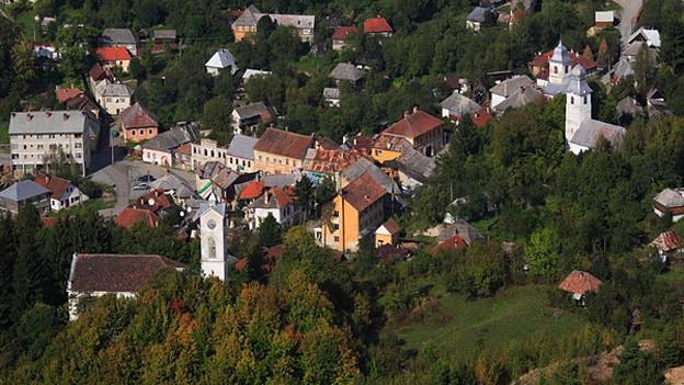 Blick auf das Zentrum des Bergdorfs Rosia Montana in Rumänien.