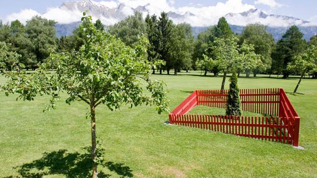 Skultpur «Sinkender Garten» von Anna Schmid an der Triennale der Skulptur in Bad Ragaz.