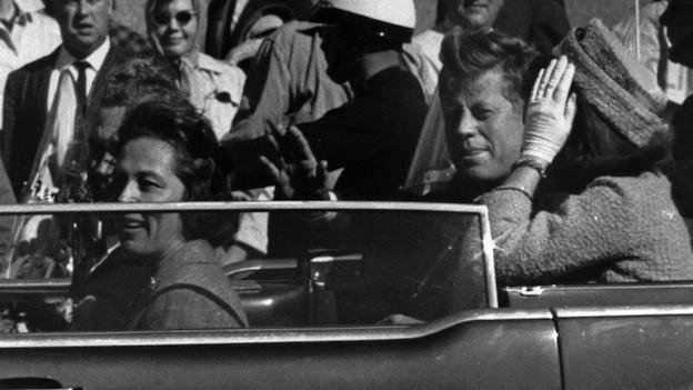 Kennedy wenige Augenblicke bevor er angeschosse wurde.