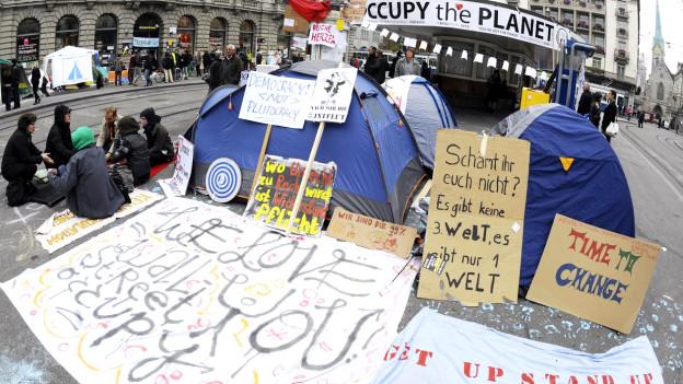 Protest gegen Banken auf dem Zürcher Paradeplatz.