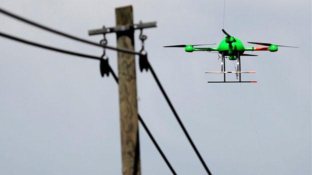 Nicht nur in Kriegsgebieten, sondern auch in Deutschland sollen kleine Hubschrauber mit Kameras künftig zur Überwachung eingesetzt werden.