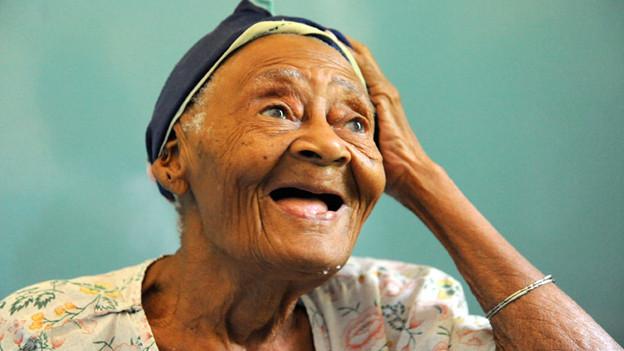Ngindo Ame Mosi ist 102 Jahre alt.