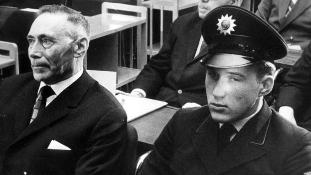 Wilhelm Boger (links) vor Gericht in Frankfurt.