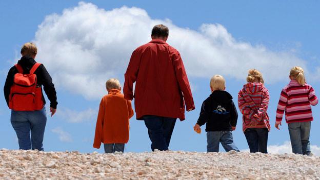 Eine Familie mit vier Kindern.
