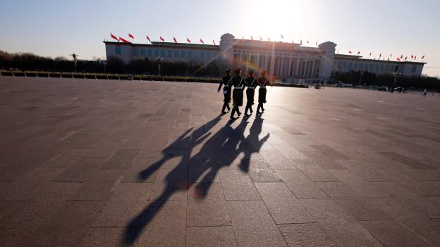Polizisten auf dem Tiananmen-Platz.