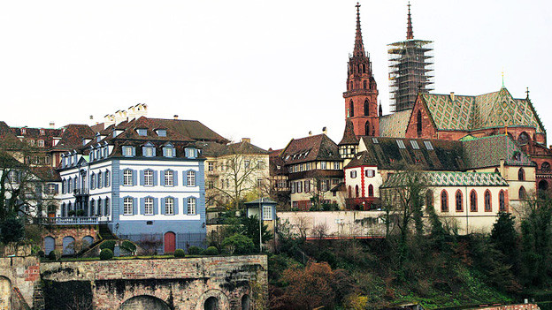 Das Basler Münster am Rhein.
