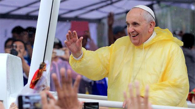 Papst Franziskus in seinem Papamobil in Manila, Januar 2015.