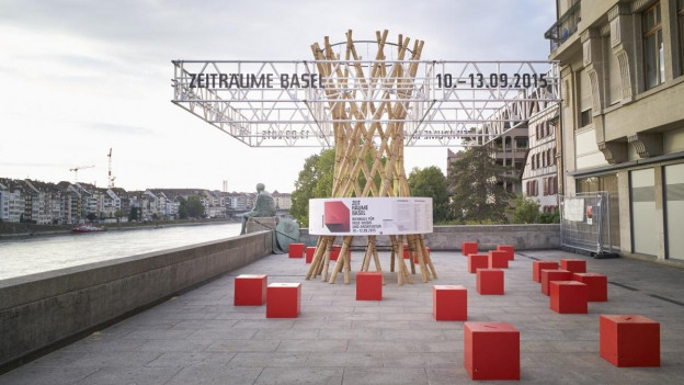 Zeiträume Festival: Skulptur vor dem Pavillion in der Stadt Basel.