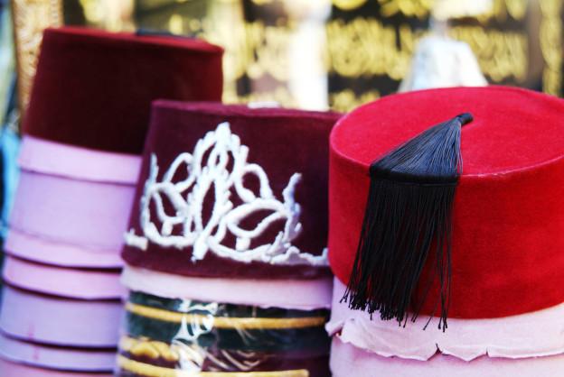 Hüte auf orientalischem Markt
