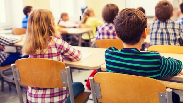 Eine Grundschulklasse während dem Unterricht