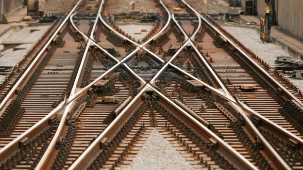 Kreuzung mit verschiedenen Bahngeleisen