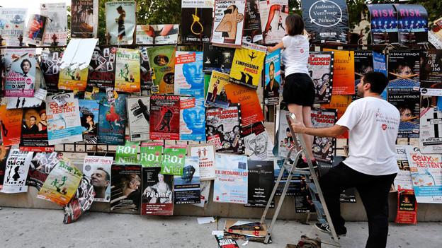 Theater überall: Avignon ist dieser Tage zugepflastert mit Plakaten von Theaterproduktionen.