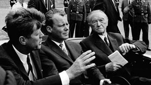 John F. Kennedy (links), Willy Brandt und Konrad Adenauer,