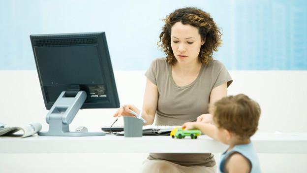 Mütter haben es oftmals schwer, Karriere zu machen.
