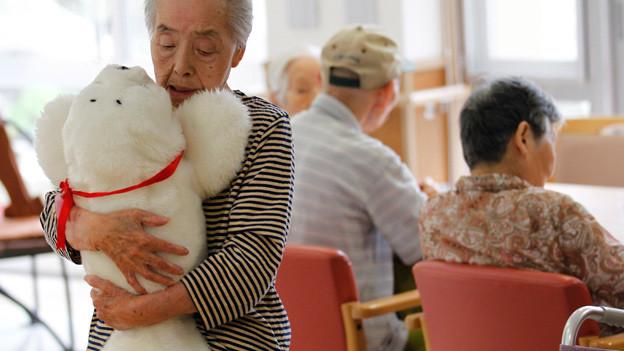 Der Robben-Roboter «Paro» wird in Japan zu Therapiezwecken eingesetzt.