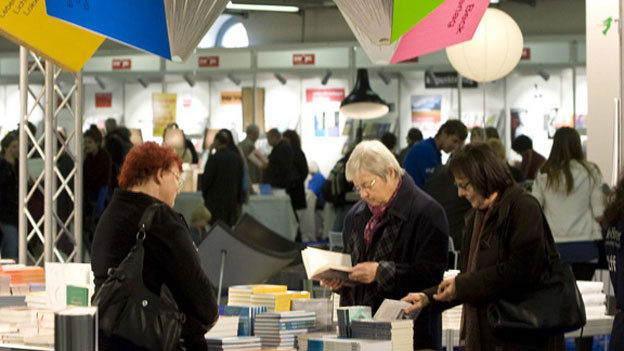 Besucherinnen an der Buch Basel 2012.
