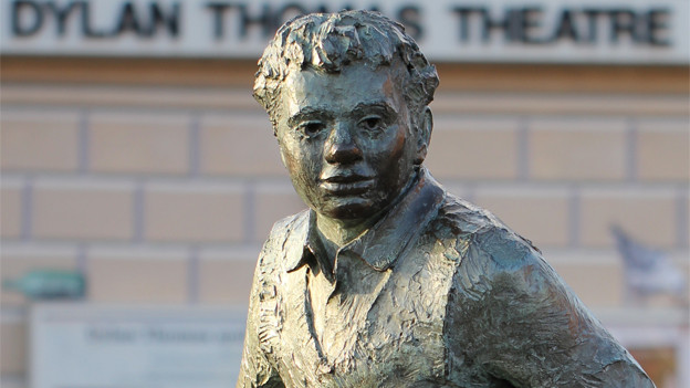 Statue in Dylan Thomas' Geburtsort Swansea.