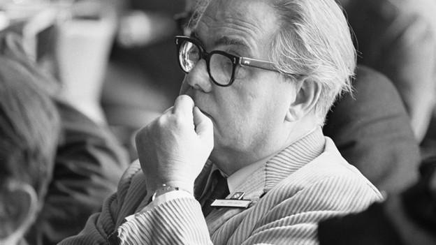 Ein Porträt vom Schriftsteller Max Frisch.