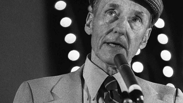 William S. Burroughs bei einem Referat im Jahre 1990.