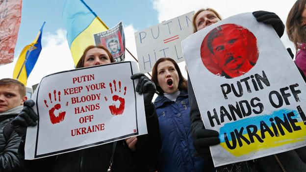 Ukrainisches Volk demonstriert gegen Putin.