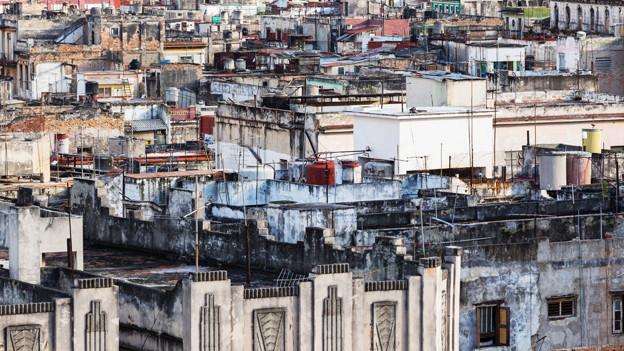 Auf dem Symbolbild sind die dicht gedrängten Häuser eines Slums zu sehen.