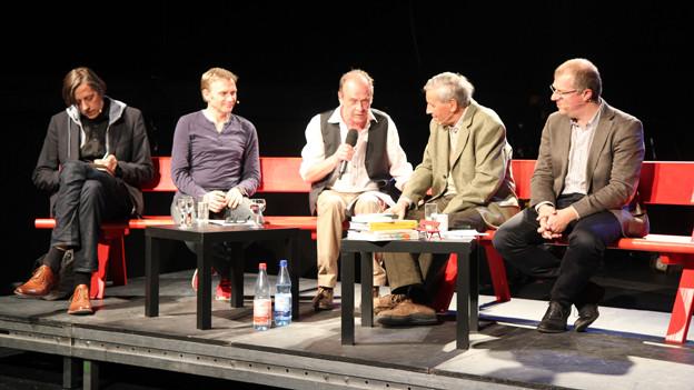 Auf der Leipziger Schnabelweid-Bühne: Moderator Joschi Kühne und SRF-Literaturredaktor Markus Gasser.