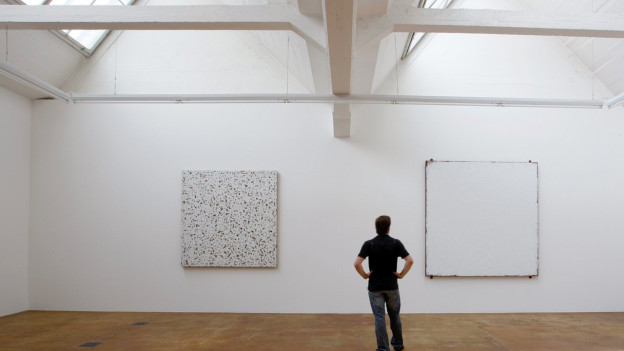 Die Hallen Neue Kunst – hier 2009 mit einer Ausstellung von Robert Ryman.
