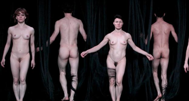 Nackte Tänzer auf der Bühne