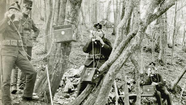 Soldaten im Wald.