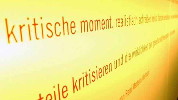 Wand an der Lilteraturausstellung von Brecht im Strauhof Zürich.