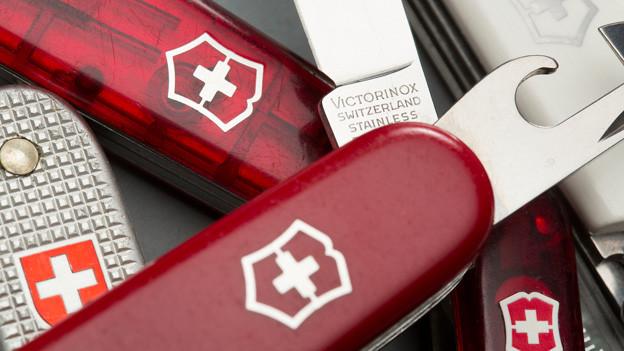 Viele Schweizer Sackmesser.