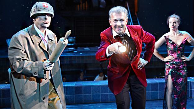 Schauspieler der Oper DonPasquale auf der Bühne.