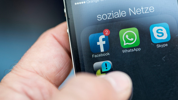 Smartphone mit Social Media-Apps.