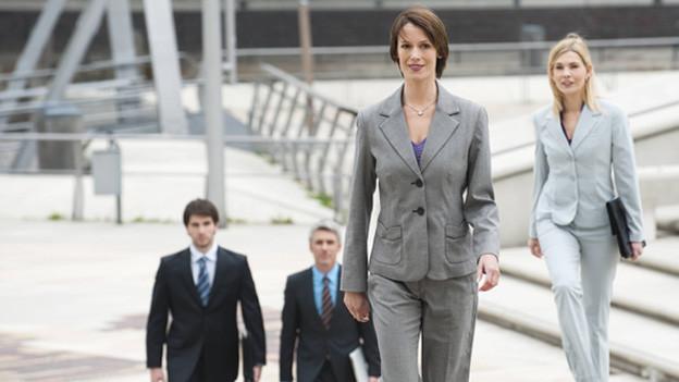 Powerdressing – Die neue Weiblichkeit auf der Teppich
