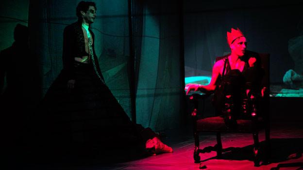 Der königliche Heersführer Macbeth während einer Aufführung im Theater.