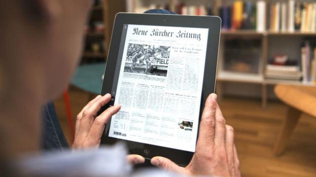 Ein Ipad mit der digitalen NZZ drauf.