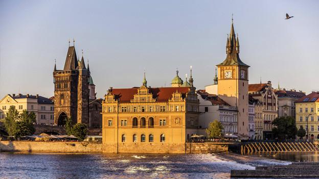 Prag mit Fluss.