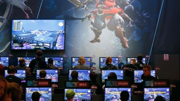 Gamer spielen «Final Fantasy» – die Musik ist klassisch.