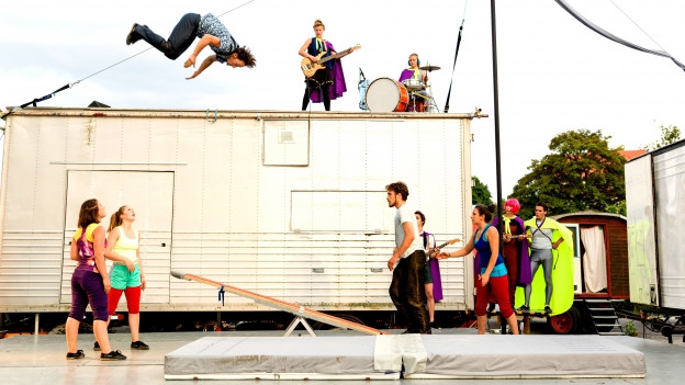Szenebild aus «perfekt defekt» des Zirkus Chnopf