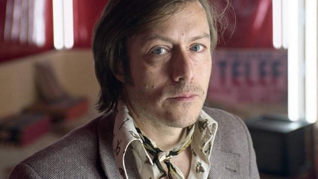 Porträt Bernd Neumann, im von ihm gestalteten Prater der Volksbühne Berlin.