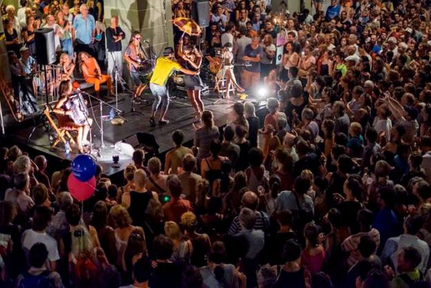 Unterhaltung in den Gassen von Bern: Am Buskers treten Künstler aus aller Welt auf.