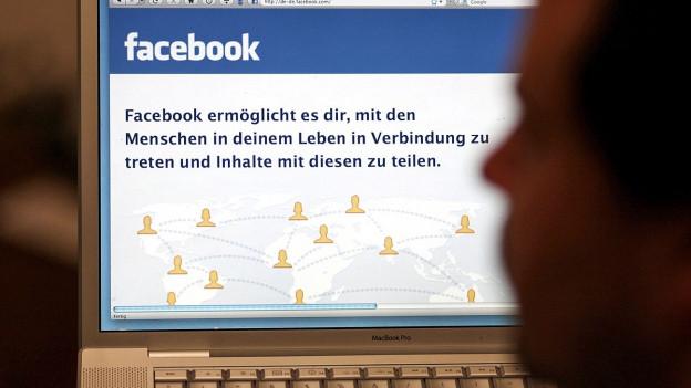 Computerbildschirm zeigt die Startseite von Facebook