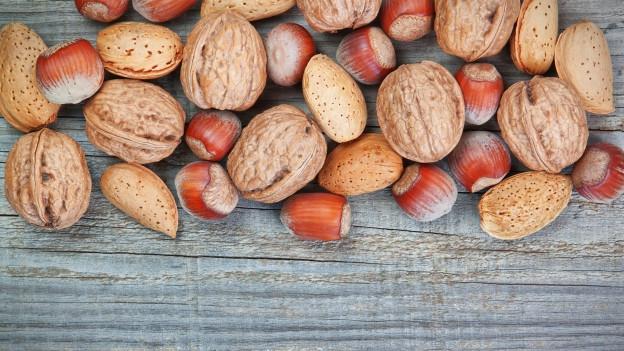Verschiedene Nüsse.