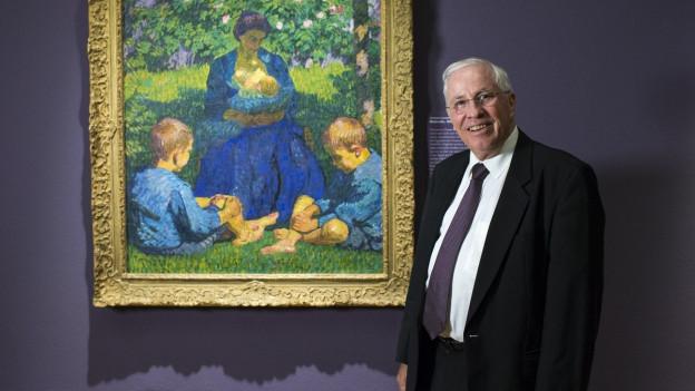 Chrisoph Blocher steht rechst neben dem Gemälde, das eine Frau mit zwei Buben zeigt.