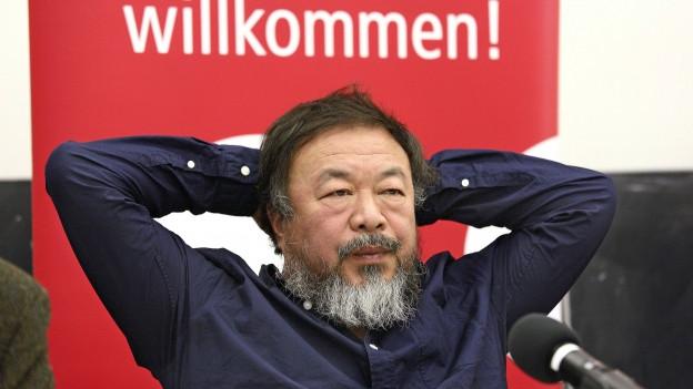 Farbige Porträtaufnahme von Ai Weiwei.